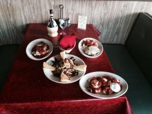 Bakersfield Italian Restaurant, Italian Food Bakersfield, Rosas